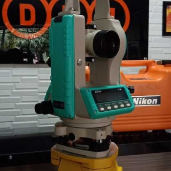 Digital Theodolite Nikon NE 102 Second